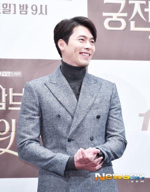 Nam diễn viên 36 tuổi vẫn đốn tim fan nhờ ngoại hình bảnh bao và nụ cười duyên say lòng người.