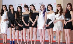 Thảm đỏ AAA 2018 siêu hoành tráng: BTS, Twice, IZONE, Wanna One... đổ bộ