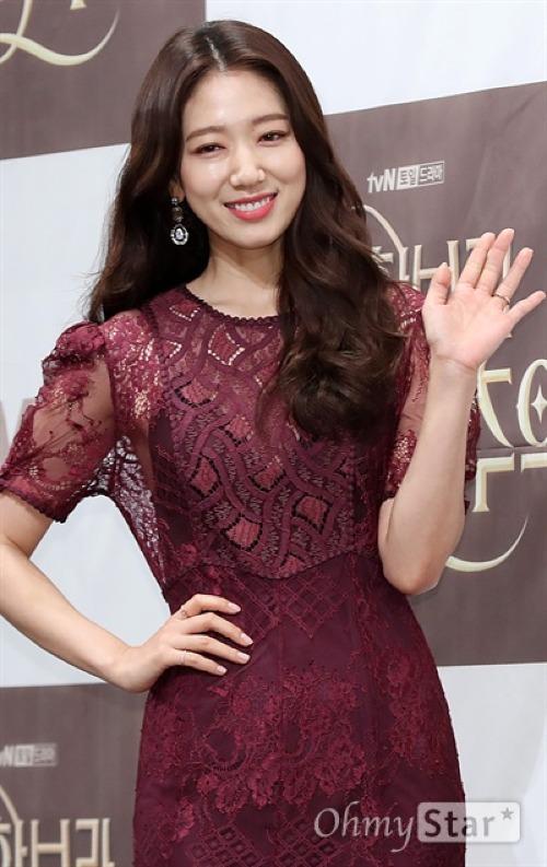 Memories of the Alhambra là tác phẩm đánh dấu sự trở lại của Park Shin Hye sau 2 năm kể từ Doctor (2016).