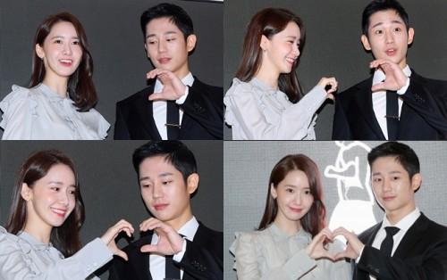Hai idol làm biểu tượng trái tim khi đứng cùng nhau. Khán giả cho rằng nhìn họ giống như tham dự một buổi họp báo phim hơn là sự kiện quảng cáo. Người hi vọng Yoon Ah sẽ có cơ hội hợp tác cùng nam chính của Chị đẹp mua cơm cho tôi.