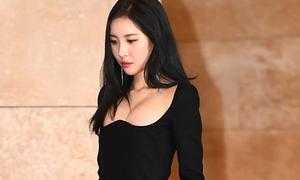 Sun Mi gây sốc với chiếc váy là đỉnh cao 'hack vòng một'