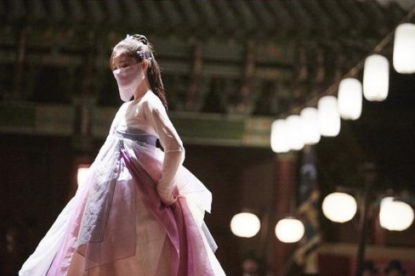 Kim Yoo Jung khoe vẻ yêu kiều trong cảnh múa.