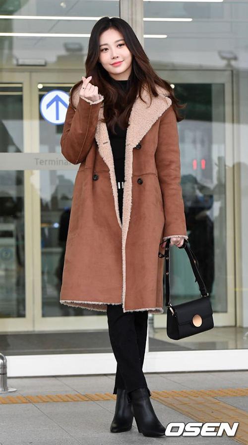 Yura được khen ngợi với nhan sắc nữ thần ở sân bay.