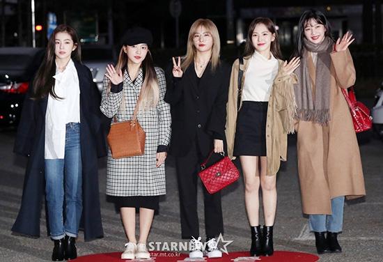 Sáng ngày 30/11, Red Velvet đi tổng duyệt cho show Music Bank. Nhóm tung ca khúc mới Really Bad Boy theo phong cách kinh dị, tiệc Halloween. Đây là sân khấu đầu tiên của Red Velvet cho đợt comeback cuối năm.