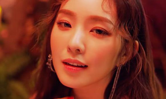 Irene trong MV có nhiều khoảnh khắc giống Irene.