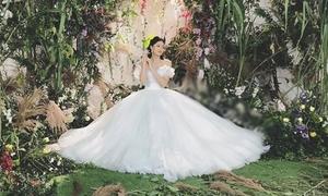 Đầm cưới đính 10 nghìn viên pha lê của Á hậu Thanh Tú