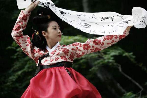 Không uổng công sức rèn luyện của Ha Ji Won khi Hwang Jin Yi đã mang về cho cô một giải Nữ diễn viên xuất sắc nhất của đài KBS.