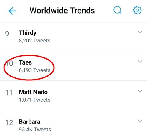 Mái tóc đỏ khiến tên tuổi V trở thành một trong những hashtag được tìm kiếm nhiều nhất trên Twitter chiều nay.