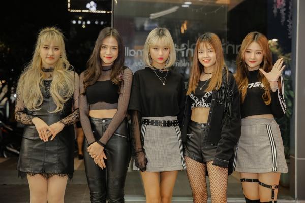 Những người bạn đến từ Hàn Quốc - nhóm nhạc Rose Quartz của nhà 0316 Entertaiment cũng có mặt. Các cô nàng đã hâm nóng sân khấu với hai bài hát tràn đầy sức sống: Realize và Rapapapam.