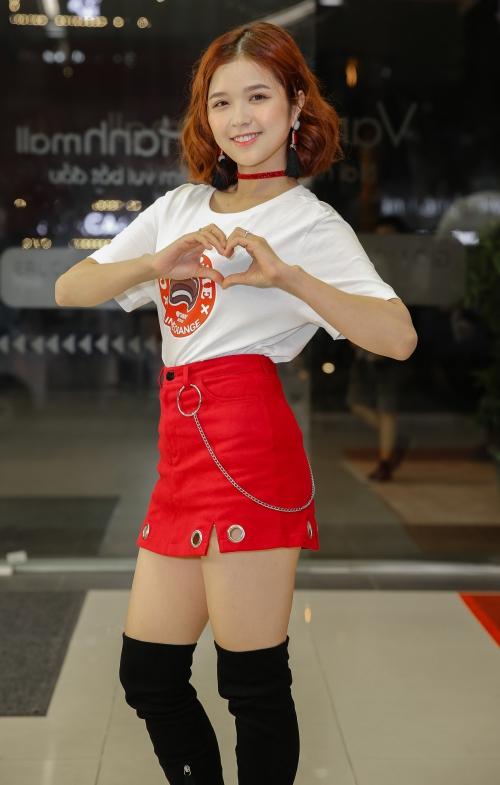 Ca sĩ trẻ Suni Hạ Linh dễ thương.