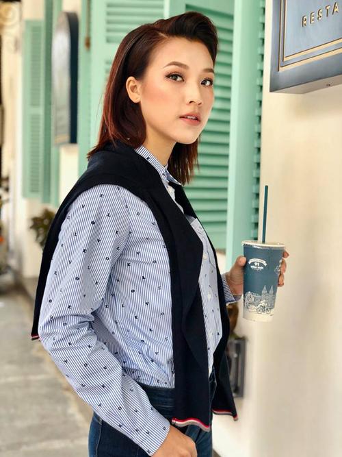 Hoàng Oanh trở lại với diện mạo cool ngầu giống trong phim Tháng năm rực rỡ.