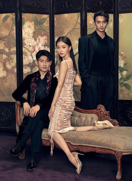Ngô Cẩn Ngôn cũng từng mặc váy Dolce & Gabbana lên tạp chí.