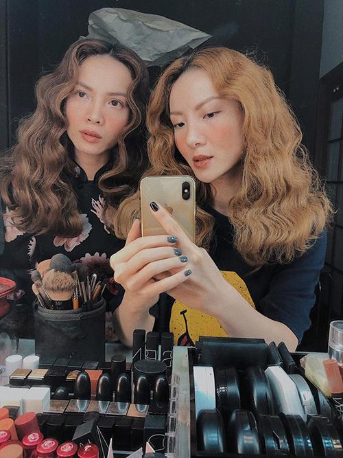 Chị em Yến Trang - Yến Nhi có kiểu tóc xù đáng yêu như búp bê. Hai cô nàng tự tin mãi mãi là Em chưa 18.
