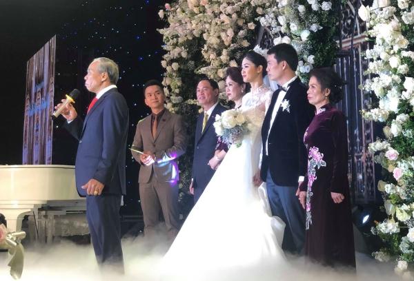 Tiệc cưới của Thanh Tú chiếu luôn cả bán kết AFF để cổ vũ Việt Nam