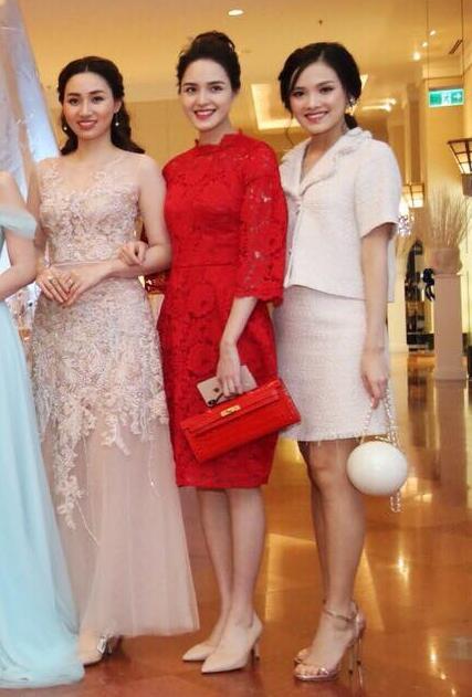 Á hậu Trà My - chị gái của Thanh Tú và Á hậuHoàng Anh... có mặt tại tiệc cưới.
