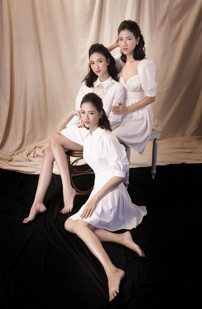 <p> Hà Thu cho biết thêm cha mình là người gốc Huế, ngày xưa vì nhà không có con trai nên các chị em cô đều thương bố, cố gắng học hành và ngoan ngoãn để cho ba vui.</p>