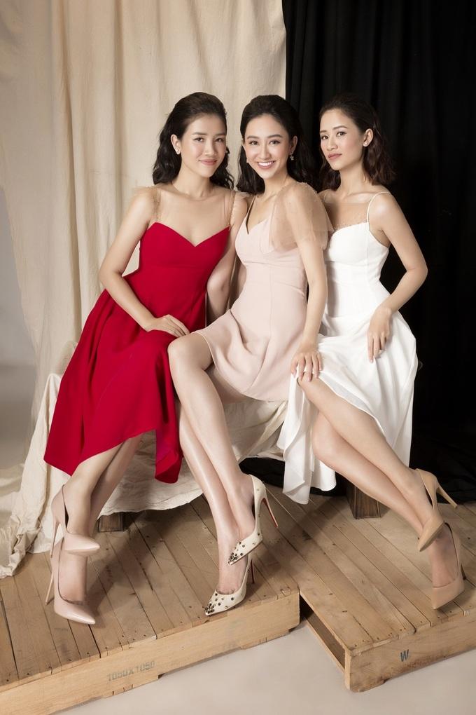 <p> Hà Thu chia sẻ Hà Trang là cô gái chín chắn và nữ tính nhất nhà, luôn biết quán xuyến mọi công việc. Em gái là niềm tự hào của cô.</p>