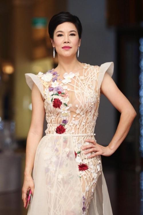Ca sĩ Thu Phương dự tiệc cưới.