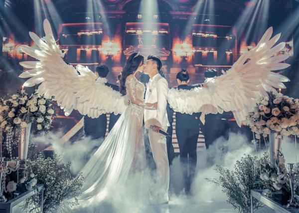 Ưng Hoàng Phúc khiến Kim Cương bật khóc với lời hứa trong đám cưới