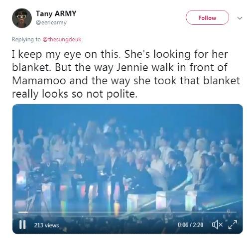 Hành động lấy khăn một cách thiếu tinh tế của Jennie cũng lọt vào con mắt cú vọ của netizen.