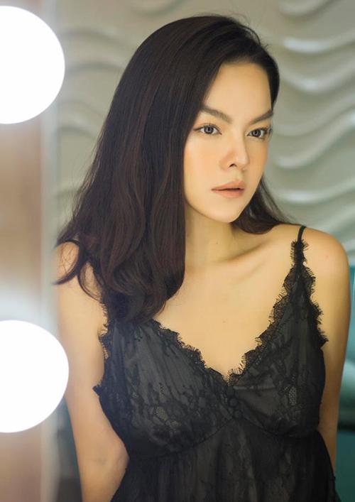 Phạm Quỳnh Anh khiến fan tò mò với gương mặt có phần khác lạ.