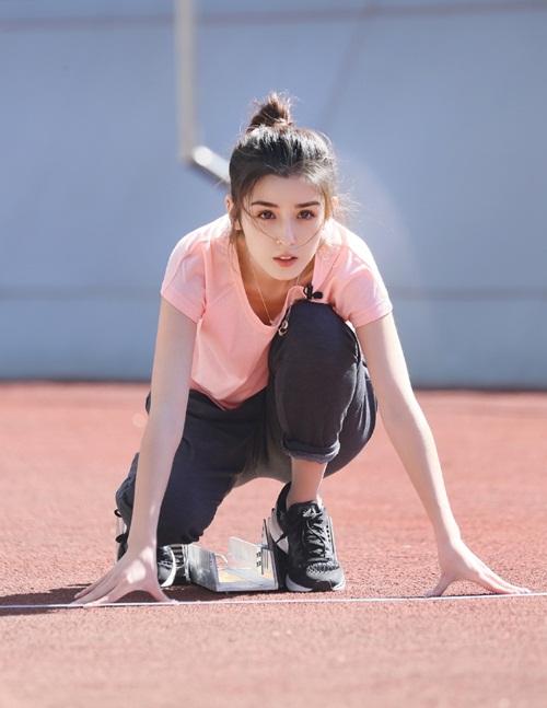 Tham gia Supernova National Games hồi tháng 10, một số khoảnh khắc xinh đẹp của Cáp Ni Khắc Tư từng khiến netizen Trung Quốc bất ngờ và gọi cô là thần tiên muội muội.