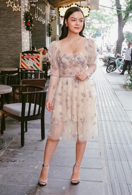 Phạm Quỳnh Anh hát Bụi bay vào mắt cảm xúc hơn sau 13 năm