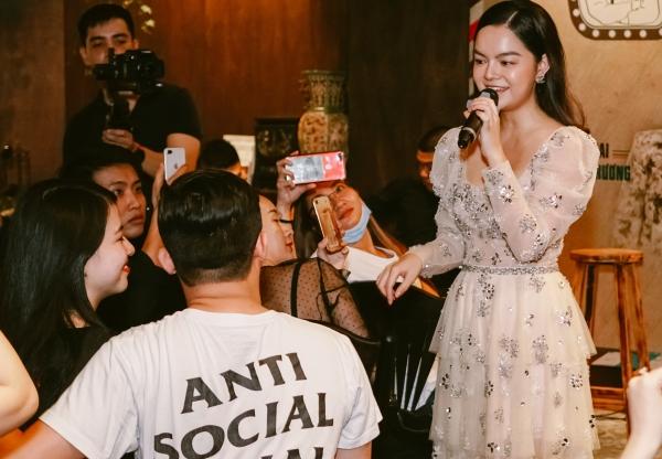 Phạm Quỳnh Anh hát Bụi bay vào mắt cảm xúc hơn sau 13 năm - 4