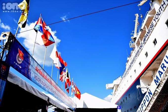 <p> Tàu Thanh niên Đông Nam Á và Nhật Bản (SSEAYP) là hoạt động giao lưu văn hóa quốc tế dành cho thanh niên đã có 45 năm tổ chức. Trên con tàu siêu khổng lồ Nippon Maru, chuyến đi bằng đường biển từ Tokyo sẽ lần lượt cập cảng tất cả quốc gia ven biển Đông Nam Á.</p>