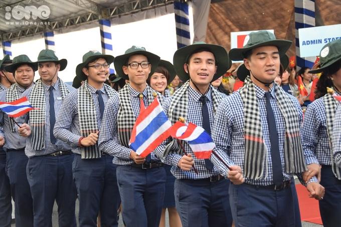 <p> Họ sẽ trải nghiệm sống cùng nhà với những người dân và đi giao lưu văn hóa, âm nhạc với các trường đại học tại TP HCM.</p>