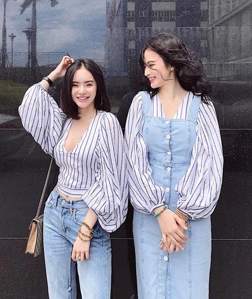 Em gái Angela Phương Trinh tên Lê Ngọc Phương Trang, sinh năm 1996. Dù chỉ hơn kém 1 tuổi nhưng Phương Trang và Phương Trinh khá cách biệt chiều cao, gương mặt cũng có nhiều nét khác nhau dù đều rất xinh đẹp.