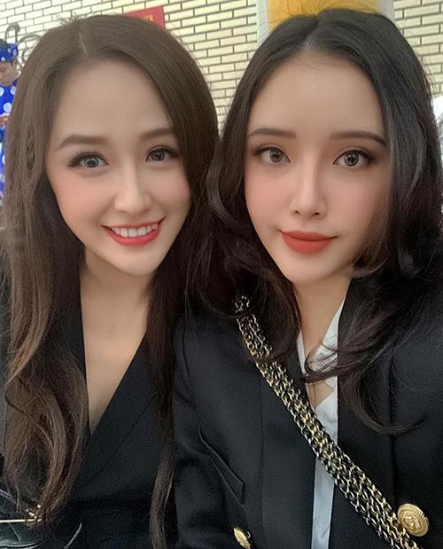 Em gái Mai Phương Thúy tên là Mai Ngọc Phượng, sinh năm 1993, sở hữu chiều cao đáng nể không kém chị gái là 1,78 m cùng gương mặt xinh đẹp nhiều nét tương đồng.