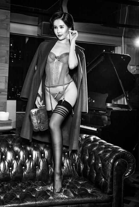Ngân Anh tự bỏ tiền túi để học khóa đào tạo hoa hậu, chờ ngày được dự thi quốc tế.