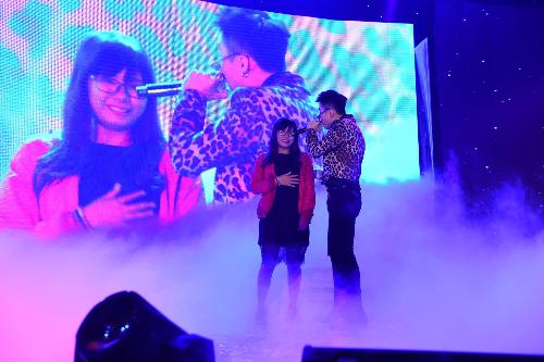Diana còn mang đến cho các bạn nữ Cần Thơ cơ hội gặp gỡ, trò chuyện, chụp ảnh và hát hò cùng Khởi My và Kelvin Khánh tại Fan meeting ngày 2/9 vừa qua.