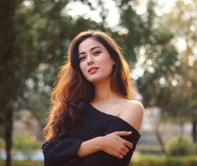 <p> Đăng quang Hoa hậu Nepal,Shrinkhala Khatiwada tích cực tham gia các hoạt động xã hội. Cô tới nhiều nơi để tuyên truyền về các vấn đề cấp thiết như môi trường, sức khỏe sinh sản, vệ sinh an toàn thực phẩm...</p>