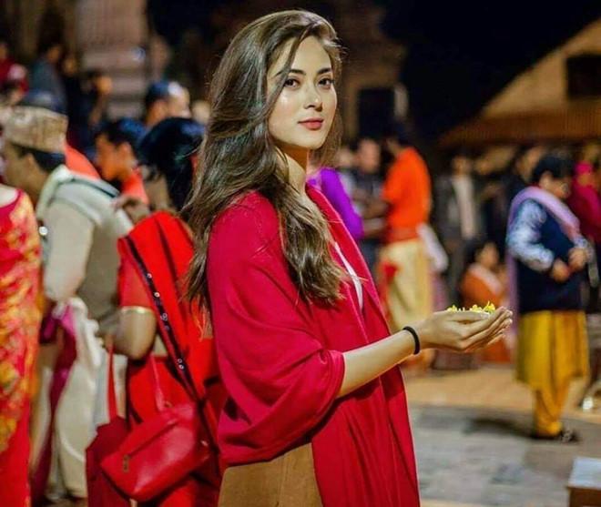 <p> Shrinkhala Khatiwada sinh ra trong một gia đình hoạt động chính trị nên cô không giấu tham vọngđược trở thành nữ thủ tướng đầu tiên của Nepal.</p>