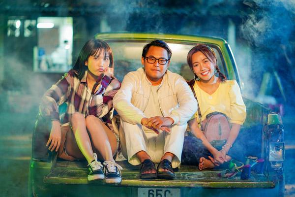 Bộ ba ế Ngọc Trinh, La Thành, Diệu Nhi trong phim.