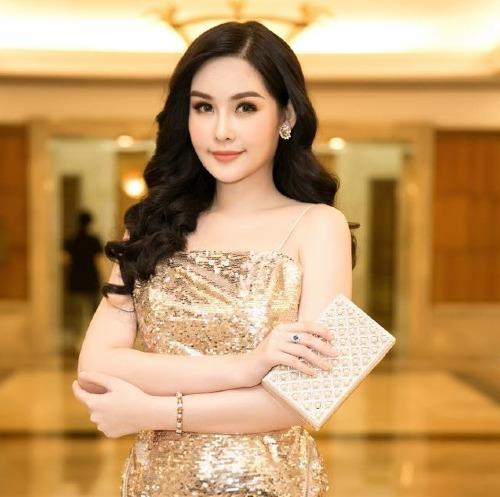 Lê Âu Ngân Anh gây tranh cãi khi nộp hồ sơ thi Hoa hậu Liên lục địa 2018.