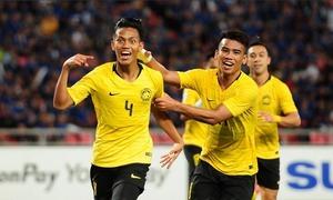 Thái Lan để Malaysia vào chung kết AFF ở phút chót ngay trên sân nhà