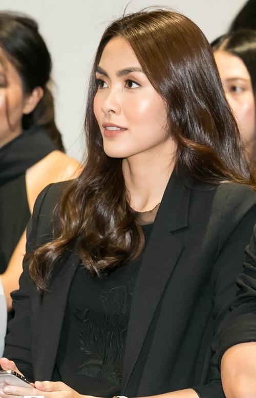 Tăng Thanh Hà tham dự show diễn thời trang với tư cách là nhà thiết kế.