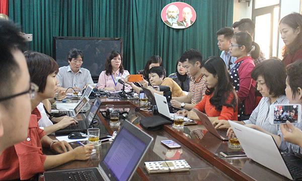 Trường Quang Trung gặp gỡ báo chí để thông tin về sự việc vào sáng 6/12.