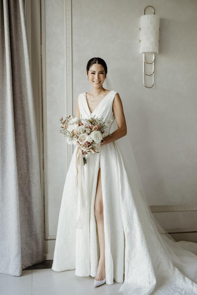 <p> Hôn lễ của Hoa hậu Hoàn vũ Thái Lan 2007 Farung Yuthithum diễn ra tại một bãi biển xinh đẹp cách Bangkok khoảng 3 giờ chạy xe. Trong ngày cưới, Farung Yuthithum chọn diện váy của Đỗ Mạnh Cường.</p>