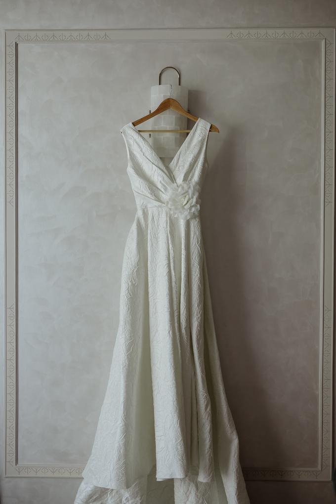 <p> Hoa hậu Hoàn vũ Thái Lan 2007 đã đặt hàng NTK Đỗ Mạnh Cường thiết kế trang phục này cách đây 6 tháng. Farung Yuthithum đến Việt Nam cách đây khoảng 1 tháng để thử váy cưới. Đây là lần thứ hai NTK Đỗ Mạnh Cường thiết kế váy cưới, sau trang phục cho Lê Thuý hồi năm 2014.</p>