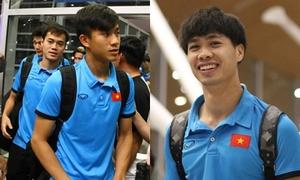 Tuyển Việt Nam đùa vui khi tới Malaysia chuẩn bị cho chung kết lượt đi