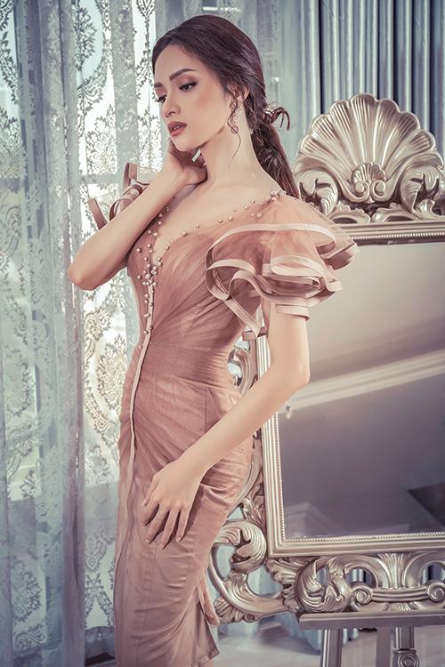 Thần thái đẹp không góc chết của Hoa hậu chuyển giới dễ khiến nhiều cô gái phải ghen tỵ.