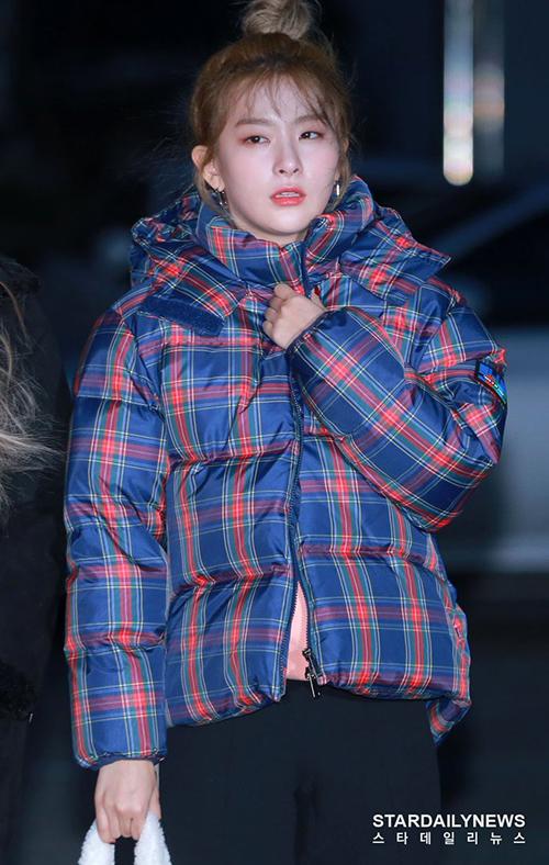 Gấu Seul Gi chọn áo phao to sự vẫn run rẩy vì lanh.
