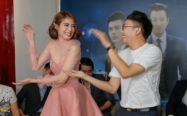 Các diễn viên khách mời trong phim là Ginô Tống, Nam Thắng và Củ Tỏi sắp sửa xuất hiện ở các tập kế tiếp.