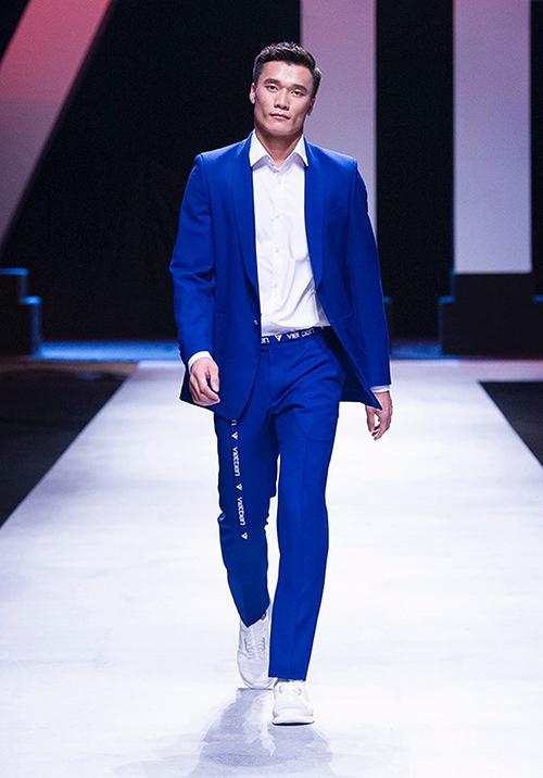 Anh chàng còn từng được một thương hiệu thời trang nam mời làm vedette trình diễn bộ sưu tập tại Vietnam International Fashion Week đầu năm nay.