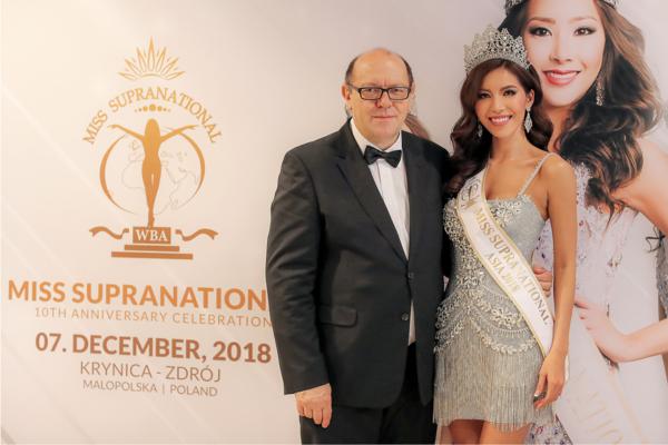 Hình ảnh Minh Tú đội vương miện và đeo sash Hoa hậu Siêu quốc gia châu Á khiến khán giả bất ngờ.