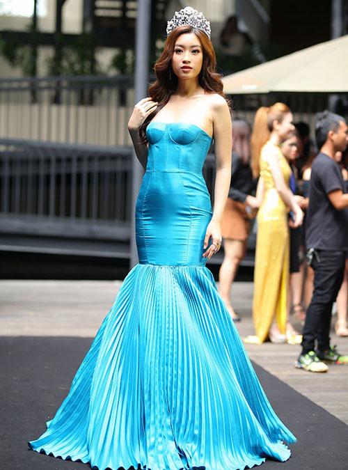 Đỗ Mỹ Linh cũng từng gây thất vọng vì chiếc váy chưa đẹp mắt khiến thân hình đẫy đà hơn thực tế.